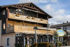 Wohn- und Geschäftsgebäude in Seebruck