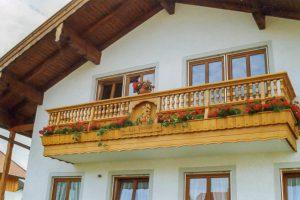 balkon-alpenland-gedrechselt
