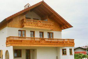 Balkon-alpenland-mit-figuren